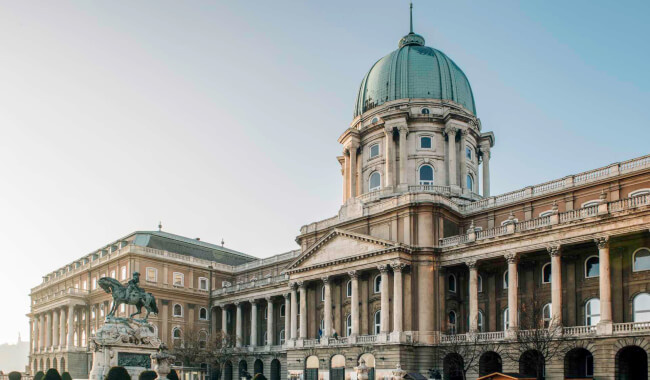 ELMARAD ? Kriptától a kupoláig – épületséta Magyar Nemzeti Galéria