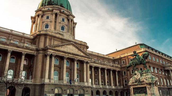 Kriptától a kupoláig – épületséta Magyar Nemzeti Galéria